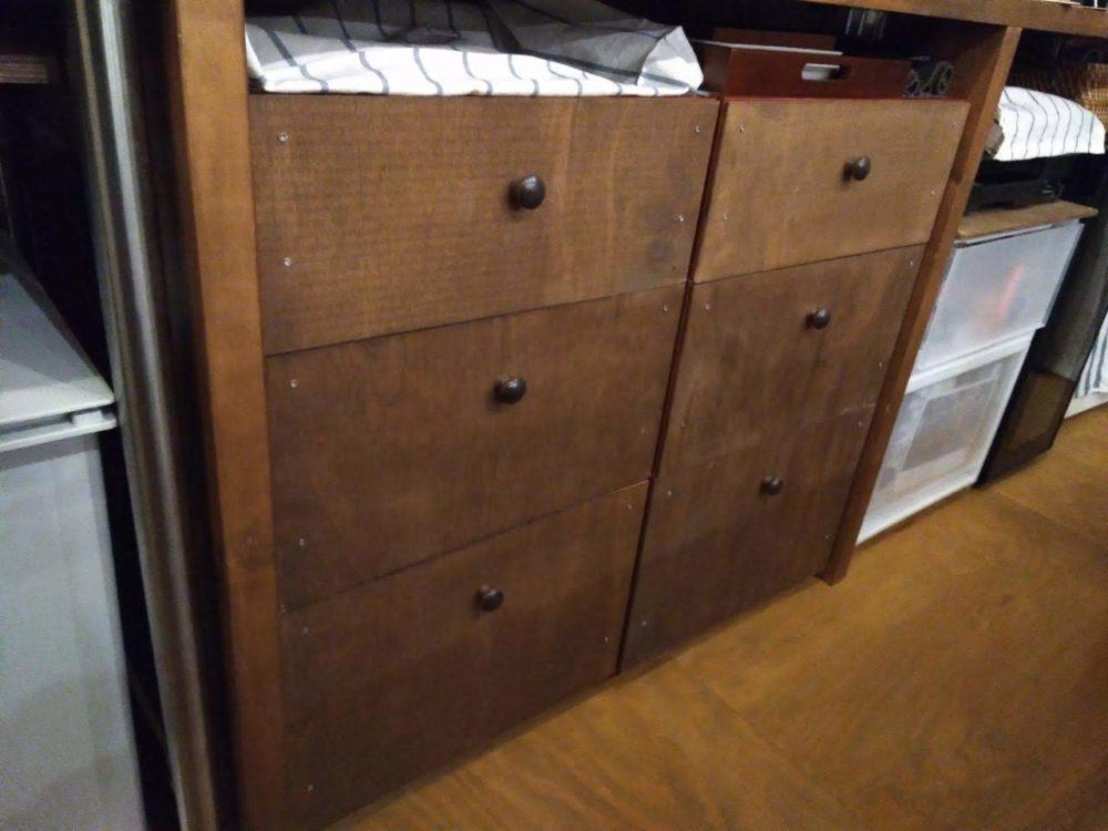 無印良品衣装ケースに板を貼って、食器棚に